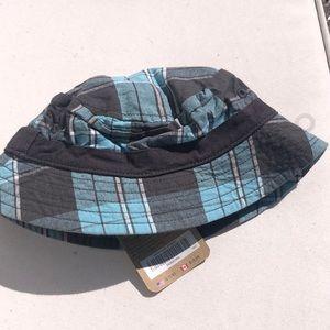 Crazy 8 bucket hat size 0-6 months